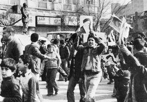 """چگونه """"حکومت نظامی"""" در ۲۱ بهمن ۵۷ شکست خورد؟"""