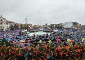 تصویری زیبا از حضور مردم حماسه ساز رشت در میدان شهرداری این شهر