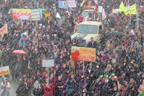 فیلم/ بارش برف و راهپیمایی مردم انقلابی اردبیل