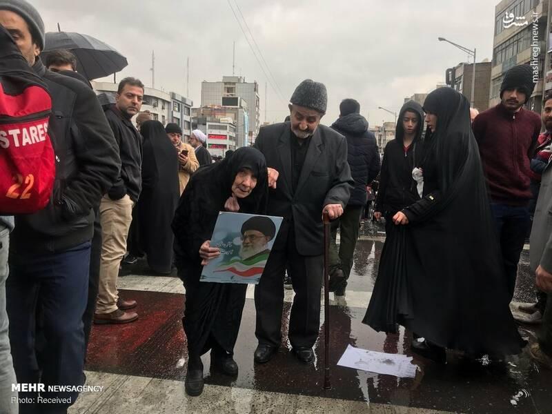 پیرها در راهپیمایی 22 بهمن