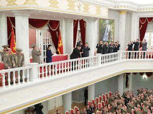 حضور اون در جمع نظامیان کره شمالی