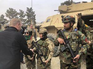 عکس/ دیدار سرزده سرپرست وزارت دفاع آمریکا از افغانستان