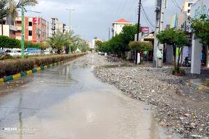 سیلاب و جاری شدن شن وماسه در خیابان های میناب