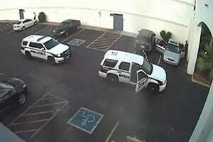 فیلم/ حمله شوکری پلیس آمریکا به یک شهروند