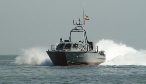 فیلم/ اقتدار نیروی دریایی سپاه مقابل اماراتیها