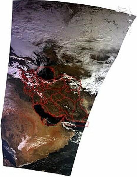 تصاویر بالا پوشش برف در کشور را در تاریخ ۱۷ بهمن ماه ساعت ۱۰:۴۳AM در ترکیب باندی با استفاده از تصاویر دریافت شده از ماهواره  TERRA نشان می دهد؛ دامنه رنگ سبز تا قرمز مربوط به درصد احتمال وجود برف است.