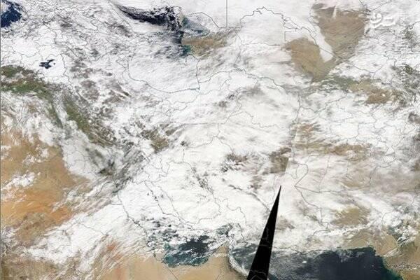 تصویر بالا نیز مربوط به پوشش ابر در سطح کل کشور برمبنای تصویر ماهواره ای TERRA سنجنده MODIS است که در ۲۲ بهمن ۹۷ ساعت ۱۱ صبح دریافت شده است.
