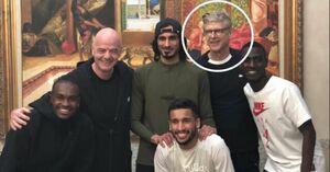 عکس خبرساز آرسن ونگر با بازیکنان قطر