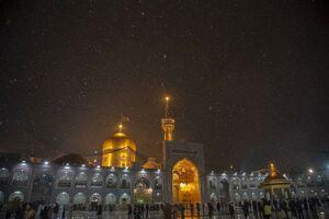 عکس/ بارش برف در حرم مطهر رضوی