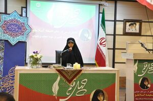 دست زن ایرانی مسلمان پُر است