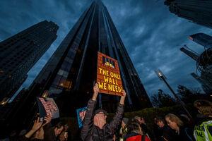 عکس/ تجمع اعتراضی مردم مقابل هتل ترامپ