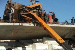 فیلم/ تصادف خونین جرثقیل با چند خودرو در مشهد