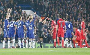 جریمه بازیکنان معترض به داور در فوتبال اروپا چیست؟