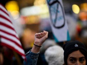 چند درصد زنان در آمریکا آزار و اذیت خیابانی را تجربه کردند؟