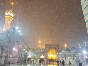 عکس/ بارش برف و تگرگ در حرم رضوی