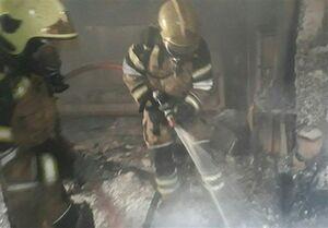 آتش گرفتن سه خودرو در تعمیرگاه +عکس