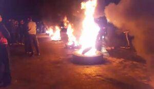 جاده سورک به گهرباران توسط اهالی مسدود شد +فیلم و عکس