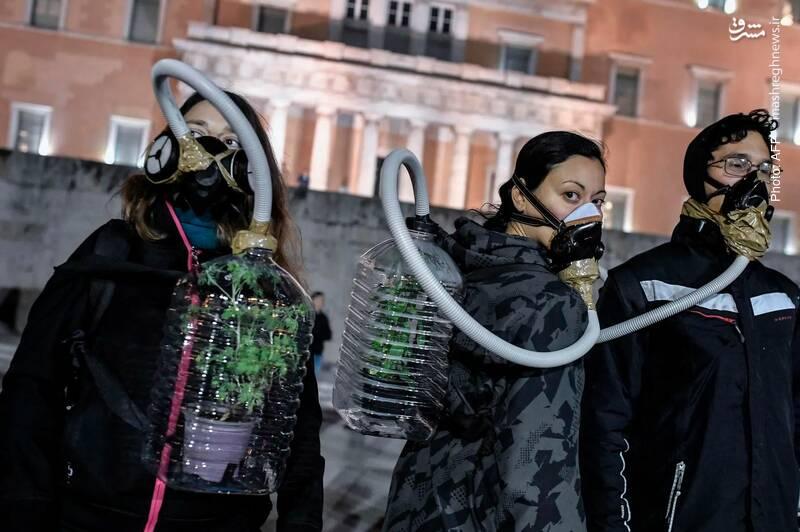 تظاهرات طرفداران محیط زیست در یونان در اعتراض به استخراج نفت از آبهای این کشور