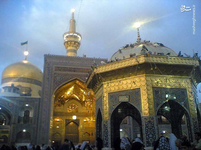سقاخانهی وسط صحن امام رضا به دستور نادر شاه افشار ساخته شده است.