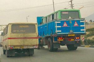 عکس/ حمل مینی بوس با کامیون!
