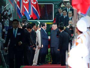 فیلم/ استقبال ویتنامیها از رهبر کره شمالی