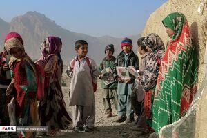 عکس/ تحصیل دانشآموزان ایرندگانی در مدارس کپری