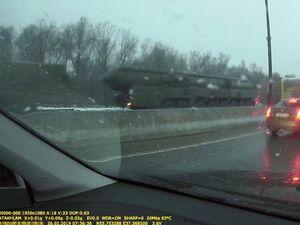 عکس/ کاروان حامل موشکهای اتمی در ترافیک بزرگراه
