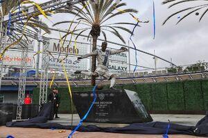 عکس/ رونمایی باشگاه لس آنجلس گلکسی از مجسمه دیوید بکام