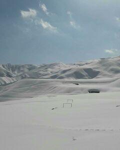 عکس/ زمین فوتبالی غرق در برف!