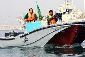 فیلم/ توقیف کشتی بزرگ صید غیرقانونی ماهی توسط سپاه