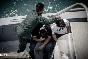 عکس/ برخورد سپاه با صیادان متخلف خلیج فارس