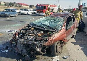 تصادف شدید ۲۰۶ با بلوکهای سیمانی +عکس