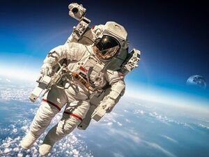 فضانورد - کراپشده