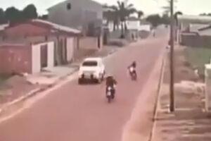 فیلم/ تصادف شاخ به شاخ دو موتورسوار