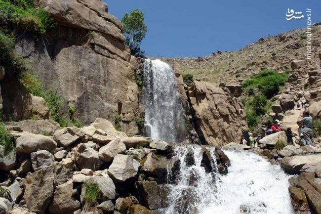 آبشار گنجنامهی همدان در کنار کتیبههای باستانی گنجنامه قرار دارد . یکی از زیباترین جاذبه های توریستی استان همدان است .