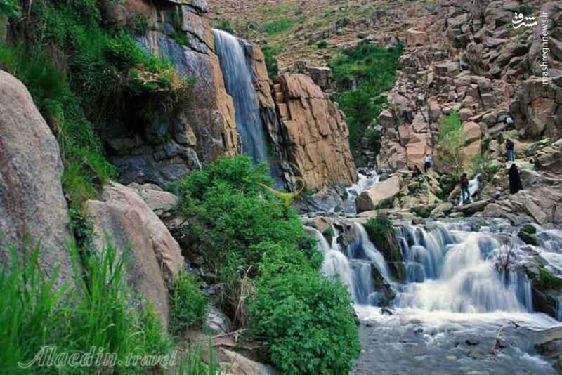 نمای زیبا از آبشار گنجنامه ی همدان .