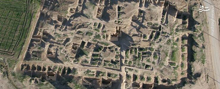 هگمتانه، اولین پایتخت ایران با قدمتی ۳ هزار ساله است. این شهر ، نخستین پایتخت ایران بوده و همراه آتن در یونان و رم در ایتالیا، از معدود شهرهای باستانی دنیاست که همچنان زنده و مهم مانده است. هرودوت این شهر را ساخته دیااکو دانسته و گفته هفت دیوار داشته که هر کدام به رنگ یکی از سیارهها بودهاند. در حفاریهای باستانشناسی سالهای اخیر در تپه هگمتانه مشخص شد که محل کاخهای باشکوه این ناحیهی باستانی، در تپه هگمتانه کنونی واقع بوده. نکته قابل توجه این شهر باستانی، شبکهی منظم و پیشرفتهی آبرسانی آن بوده است.