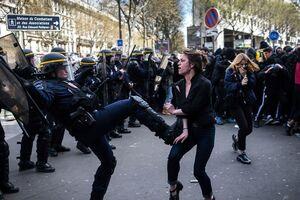 خشونت پلیس فرانسه علیه زنان در عمده خبرگزاریهای غربی سانسور شد.