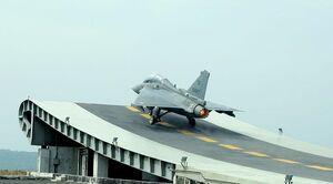 عاقبت تلخ اعتماد 25 ساله ارتش هندوستان به طراحی فرانسوی و موتور آمریکایی/ از جنگنده «تجاس» الهام بگیریم یا عبرت؟! +عکس