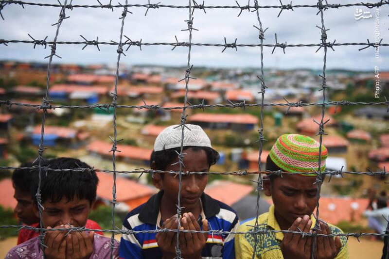 دعای نوجوانان روهینگیا برای بازگشت به وطن در سالگرد حمله وحشیانه ارتش میانمار