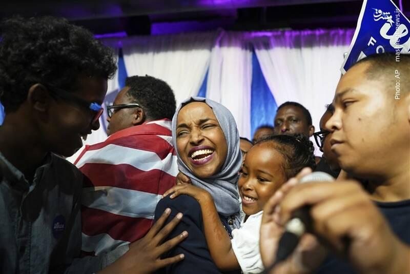 انتخاب ایلهان عمر، نامزد سومالی-آمریکاییِ به نمایندگی مینهسوتا در کنگره آمریکا. وی تا 12 سالگی در اردوگاه آوارگان در کنیا زندگی کرده است و بزرگترین چالشش بعد از نمایندگی، انتقاد از دخالتهای لابی صهیونیستی آیپک در سیاست آمریکا بود.