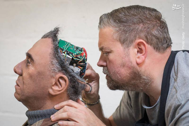 ربات جدید ساخت شرکت انگلیسی کورنیش. این رباتها به مراکز علمی و تجاری فروخته می شود.