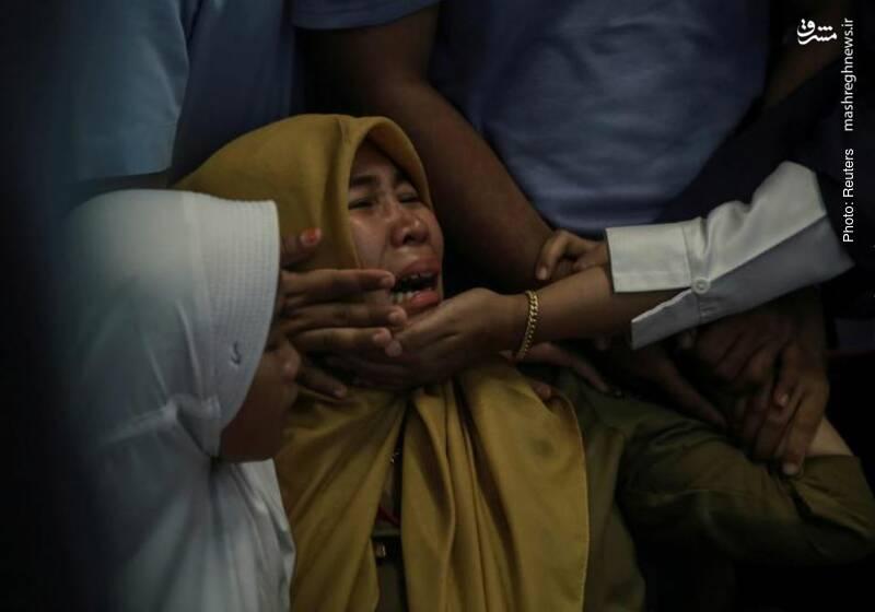 سوگواری خویشاوندان مسافران هواپیمای ساقطشده اندونزی