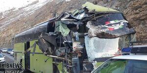 عکس/ تصادف اتوبوس با دیوار تونل جاده چالوس
