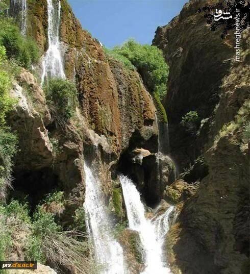 """شهر """"مجن"""" در فاصله 35 کیلومتری غرب شاهرود و در منطقه ای کوهستانی واقع شده است. تنگه معروف """"داستان"""" در فاصله 10 کیلومتری شهر مجن قرار گرفته که آبشار این تنگه در زمره جاذبه های طبیعی شهرستان شاهرود محسوب می شود. پوشش گیاهی و جانوری متنوع و آب و هوای مطلوب از جاذبه های گردشگری این منطقه است."""