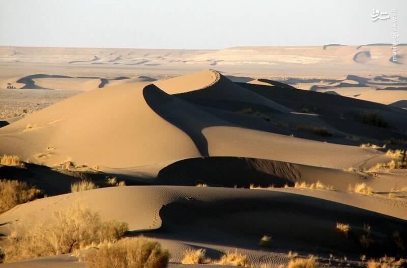 کویر شورآب سمنان  با رمل های ماسه ای، جاذبه ای بی نظیر برای گردشگران است.