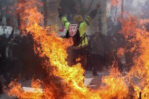 عکس/ پاریس غرق در آتش و خون