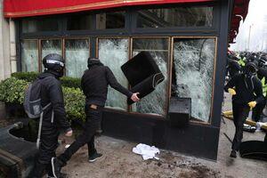 عکس/ خسارت جلیقه زردها به فروشگاههای پاریس