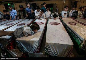 عکس/ وداع با پیکرهای مطهر ۱۱۵شهید در اهواز
