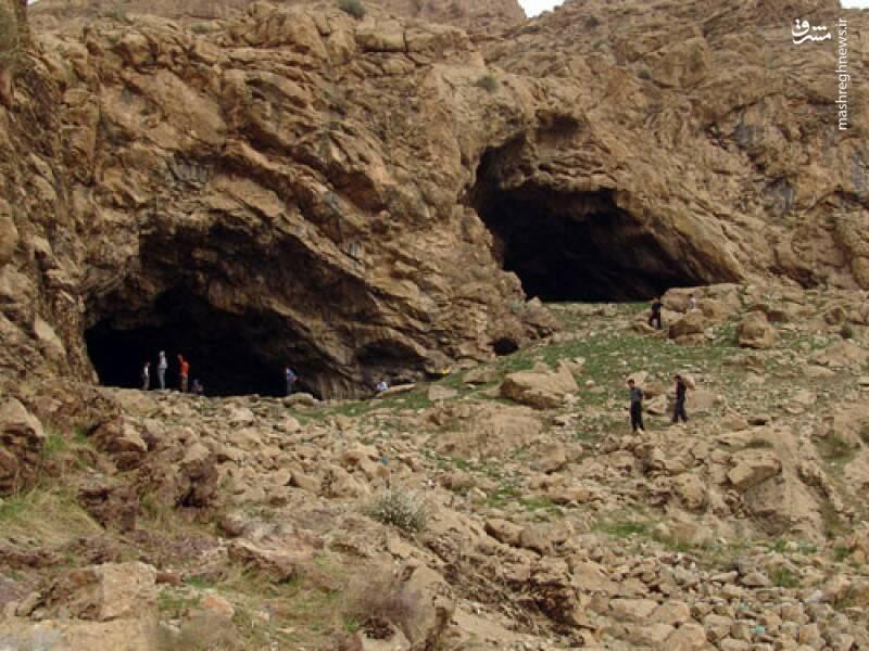 جالب است بدانید که غار خفاش که در دهلران واقع شده است، به عنوان تنها غار خفاش موجود در کشور شناخته می شود. این غار به عنوان یکی از پدیده های کمیاب طبیعی در ایران، تاکنون برای علاقمندان طبیعت گردی و جاذبه های استان ایلام  زیاد شناخته شده نیست. غار خفاش ۱ کیلومتر از چشمه های آب گرم دهلران فاصله دارد. در این غار ۲۵۶ متری گونه های بسیاری از خفاش های بال پهن را در خود جای داده است.